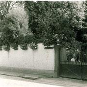 Umschließungsmauer Chateau General Geither, heute Parkplatz