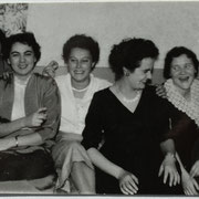 Freundeskreis v.l. Hedi und Marliese Jooss,..., Hildegunde Sprißler, Rösel Nebel und ...