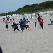 Die Kids hatten ihren Spaß am Strand
