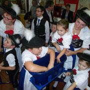 Zu Besuch auch die Vilstaler Kinder-Trachtengruppe mit Leiterin Sandra Haller