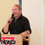 Roland Werner stellt sich vor und beantwortet die Fragen der Mitgliederversammlung