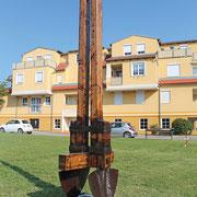 """Mag. Walfried Huber, """"Schaufeldenkmal"""", 2009, Matrialmix"""