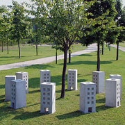 "Mag. Anita Hahn, MAS, ""Häuser: Reigen"", 2010/2013, Beton/Porzellan, Foto: Anita Hahn"