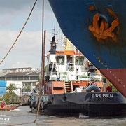 Hafen A - August 2009 - STIER und Festmacher beenden den Schleppjob an der  IGOR ILINSKIY