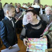 Цветы и подарки ветеранам педагогического труда