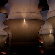Ein grosser Strumpf und Metallringe = diese Lampe!? Mach ich vielleicht mal. Ebenfalls Ausstellung Neue Räume in Zürich fotografiert.