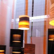 Holzfurnierleuchten fotografiert auf Neue Räume Ausstellung.