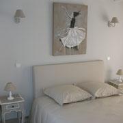 Chambre avec bonnetière et commode (Accès terrasse)