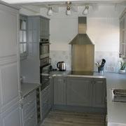 Cuisine équipée de lave vaisselle, machine à laver, four, micro ondes....