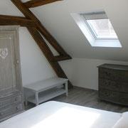 Chambre 2 lits de 90/190 avec bonnetière et commode
