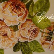 Шкатулка с жемчугом и палевыми розами