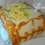 """торт """"Шкатулка"""". 3кг. Белый воздушный бисквит. Пропитка ягодным сиропом. Прослойка - Черносмородиновый конфитюр. Крем сливочно-творожный."""