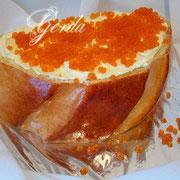 """торт """"Бутерброд с икрой"""". 2,7кг. Внутри ванильный бисквит, черносмородиновый конфитюр, сливочно-заварной крем. Украшение верха - ванильный заварной крем, икра - сладкое апельсиновое  желе"""