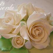 С розами и вышивкой