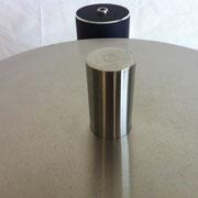 強力な磁力を受止める重量級ソリッドステンレス製サブプラッターが安定回転の基礎を構成。