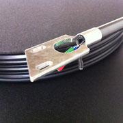 アルミ削り出しのヘッドシェルとカーボンを使用したアーム部。