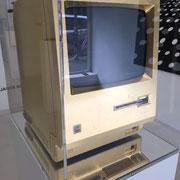 mac_nugget_01, 2013, Macintosh, 512k_blattgold, Unikat, 30 x 40 x 40 cm