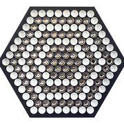 Wabe 2019 Glasiertes Porzellan und Platin auf pigementierter Holzfaser, 169-teilig  123 x 100 x 5 cm