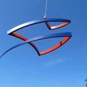 Balance hängend, farbig  Stahl  220 x 90 cm