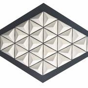 CLUSTER III 2020 Biskuit-Porzellan auf pigmentiertem MDF 62 x 100 x 7 cm