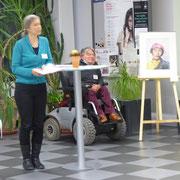 Dr. Petra Engel eröffnet die Ausstellung