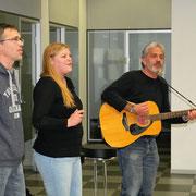 Die Mitarbeiter des Cappeler Jugendhauses begleiten musikalisch die Vernissage