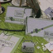 Einladungen in frischem grün