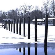 Pflöcke im Eiswasser