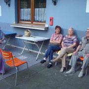 Ehepaar Heitmann, & Gitte N. mit Freunden.