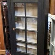Ancienne vitrine avec étagère