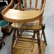 Ancienne chaise d'enfant bois et cannelée
