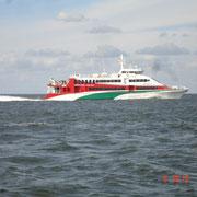 Der Holunderjet auf dem Weg nach Helgoland