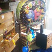 """Schade, nur ein Bild ohne Ton, denn: Der große Ballon singt! - Schauen Sie gerne mal auf youtube, match: """"Singing Balloon"""". Da gibt's bestimmt was (beachten Sie aber auf jeden Fall unseren Haftungsausschluß/Disclaimer!)"""