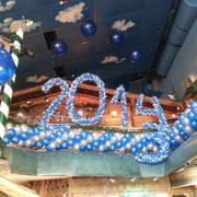 Silvesterdeko im jever mountain resort 2013/14. Mit freundlicher Genehmigung der Skihalle Neuss. Verwendete 5'' Ballons der Zahlen (Höhe jeder Ziffer ca. 200 cm) > 1.000