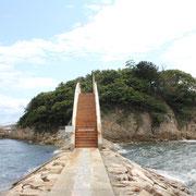 釣り公園・弁天島へのアーチ橋