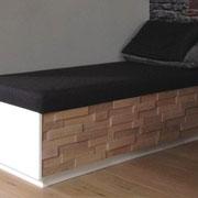 Sofa mit Schubkästen in Spaltholzoptik aus Eiche, gebürstet, weiß eingefärbt und geölt