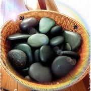 様々な大きさの石をつかいます