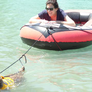 Lule zieht zum ersten Mal das Boot...