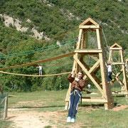 Tirolina en el Centro de Aventura de Sobrón