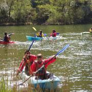 Colonias haciendo kayak en el Centro de Aventura de Sobrón