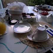 Ed intorno alla focaccia trovate la colazione