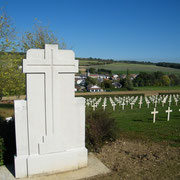 Im Hintergrund die Ortschaft Landrecourt
