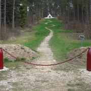 Monument zu Ehren des 106. Regiments, dass an diesem Hang kämpfte und unzählige Verluste zu beklagen hatte