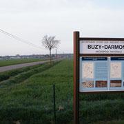 Im Hintergrund die Ortschaft Buzy