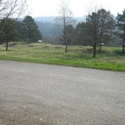 Blick von der Straße aus - im Hintergrund die Weinbergschlucht