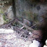 Öffnung der Zisterne - die Deutschen versuchten während der Kämpfe von hier aus einen Stollen zur Fuminschlucht zu graben