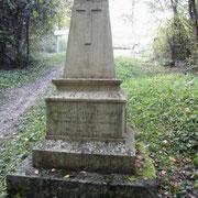 Gedenkstein zu Ehren von Pierre Cacalis de Fondouce, der hier am 8.8.16 gefallen ist
