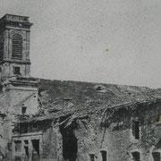 Die damalige Kirche während der Schlacht...