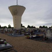 Der Friedhof - im Hintergrund der Wasserturm von Jarny