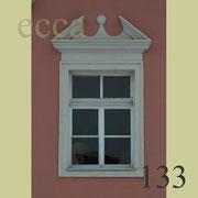 ecca Bild 133:Barockfenster mit Sprenggiebel